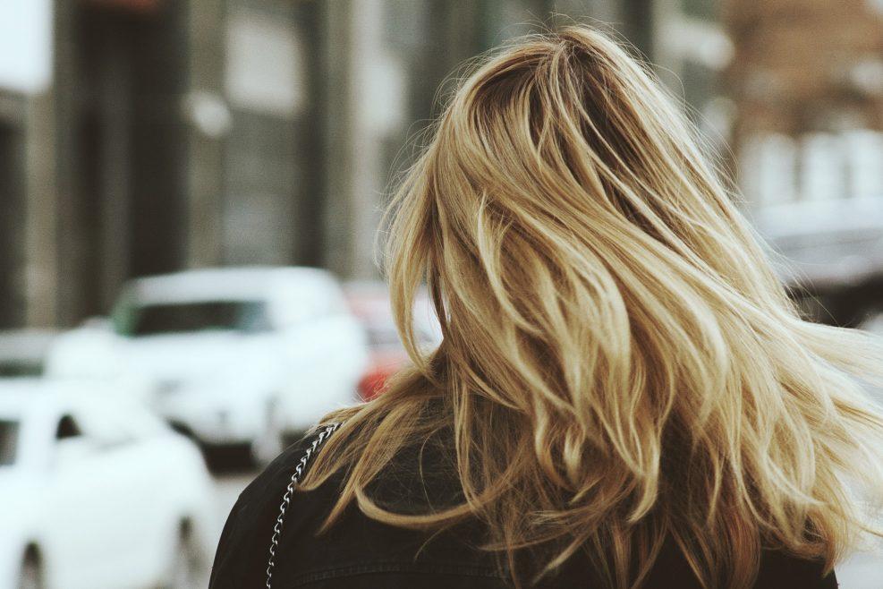 Dầu gội khô dành cho tóc nhuộm – Bí quyết giúp tóc giữ màu lâu